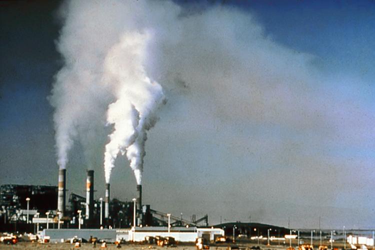 http://hu.wikipedia.org/wiki/F%C3%A1jl:Air_.pollution_1.jpg