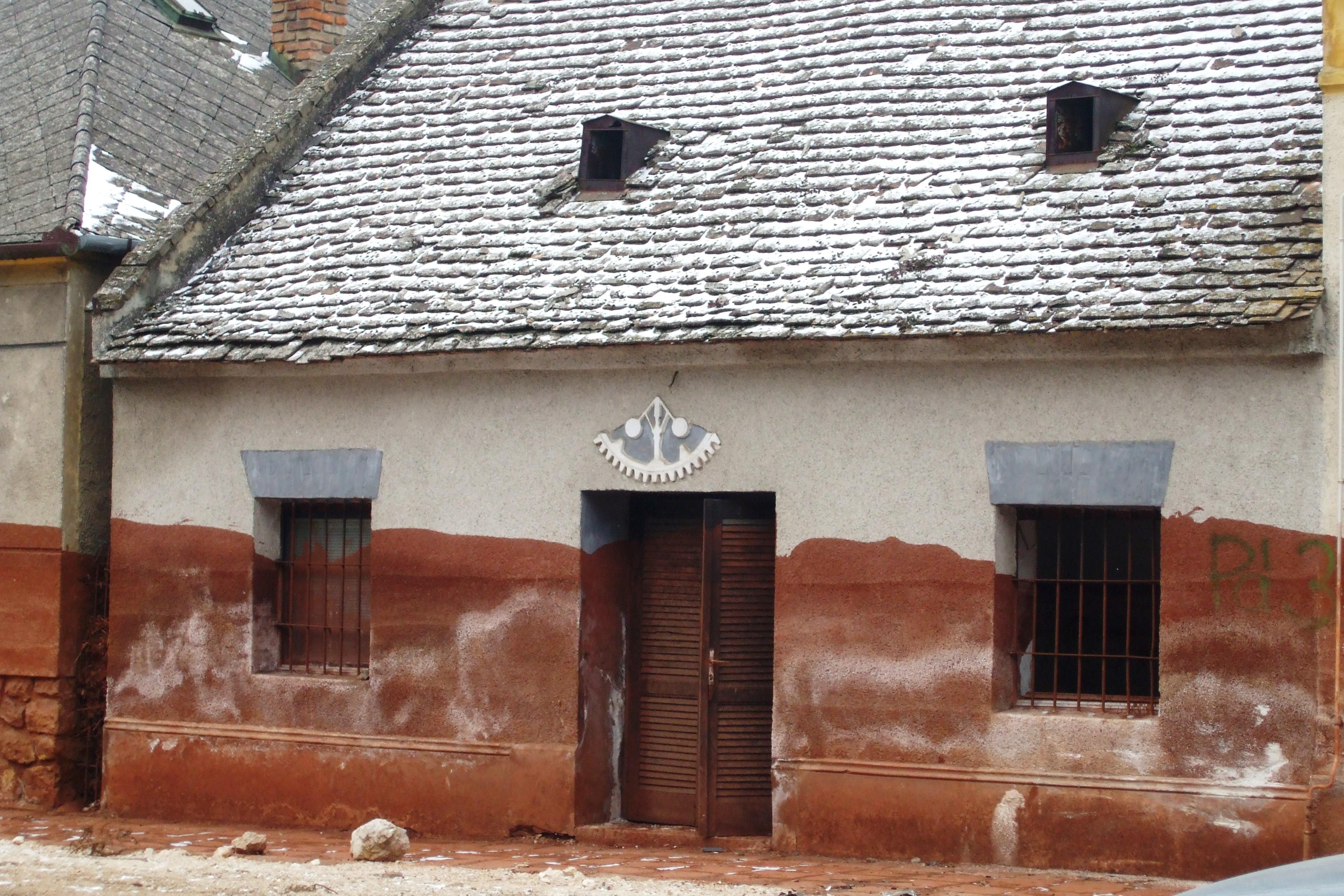 Lebontásra váró ház Devecserben