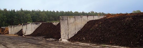 Szennyvíziszap-hasznosítás egy rekultiválási folyamat során.