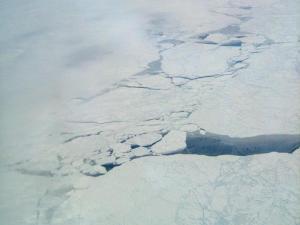 Metánkiáramlás a jég alól