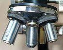 A mikroszkóp revolvere